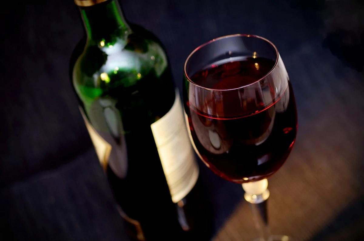 Vinho tinto deve ser servido em temperatura ambiente?