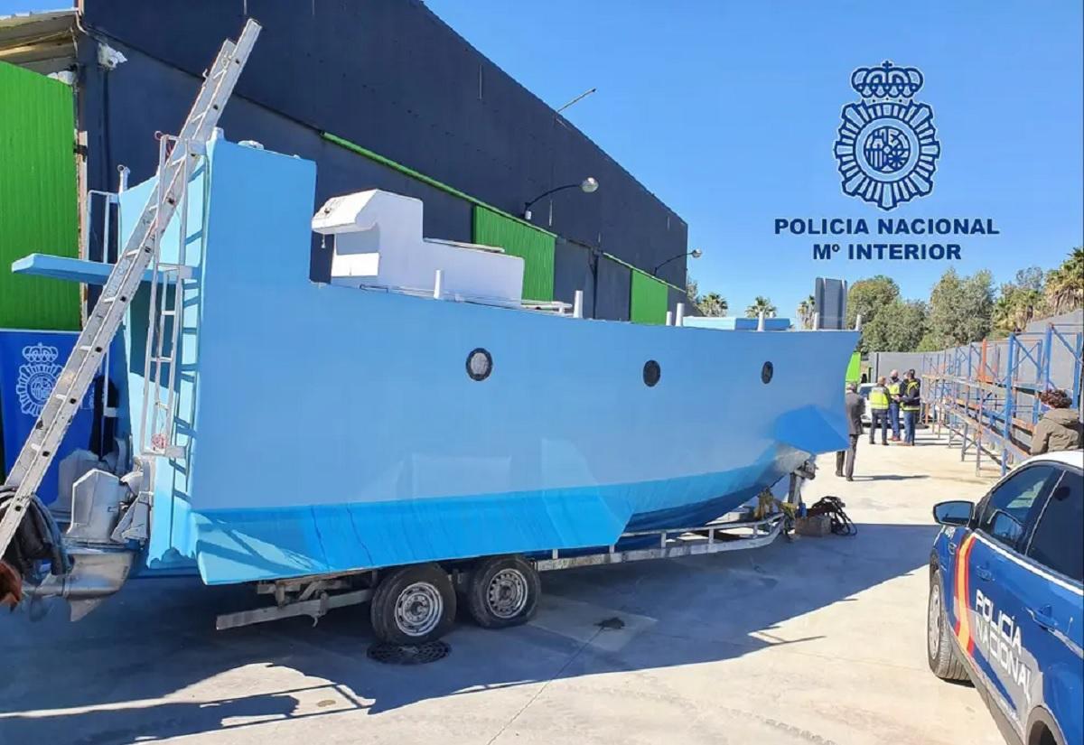 """Polícia da Espanha apreende """"submarino do crime"""""""
