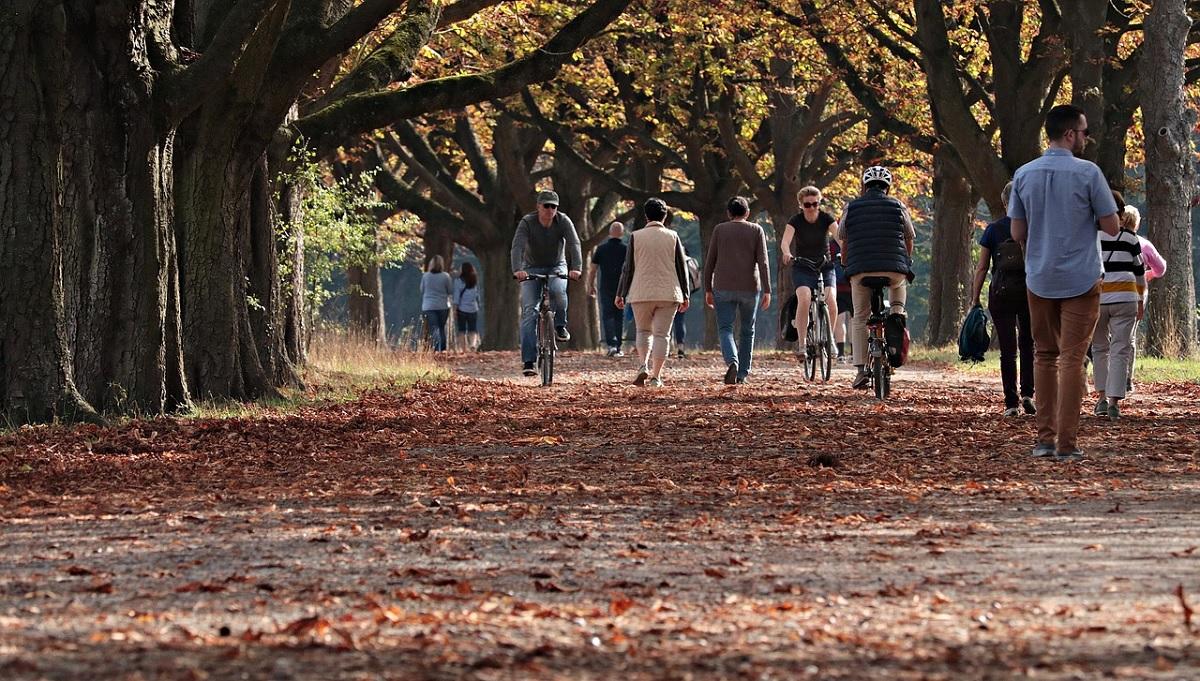 Caminhar de forma lenta pode ser fator de risco para covid-19, diz estudo