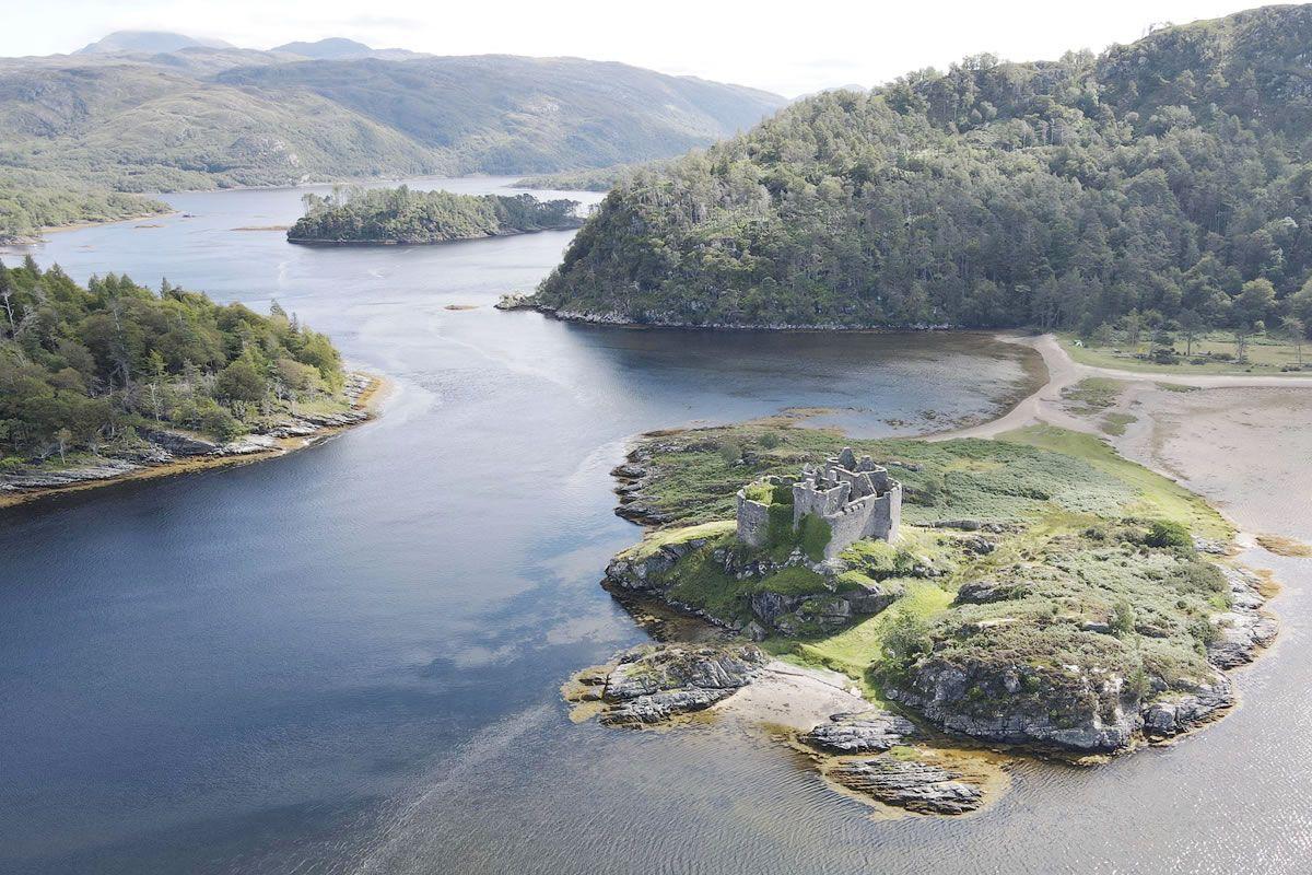 Que tal comprar uma bucólica ilha na Escócia?