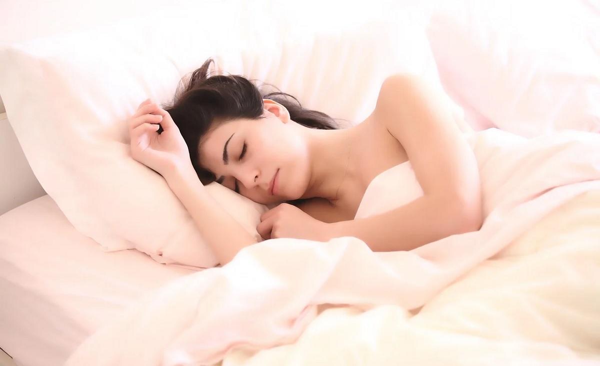 Acordar muitas vezes à noite pode aumentar risco de morte, diz estudo
