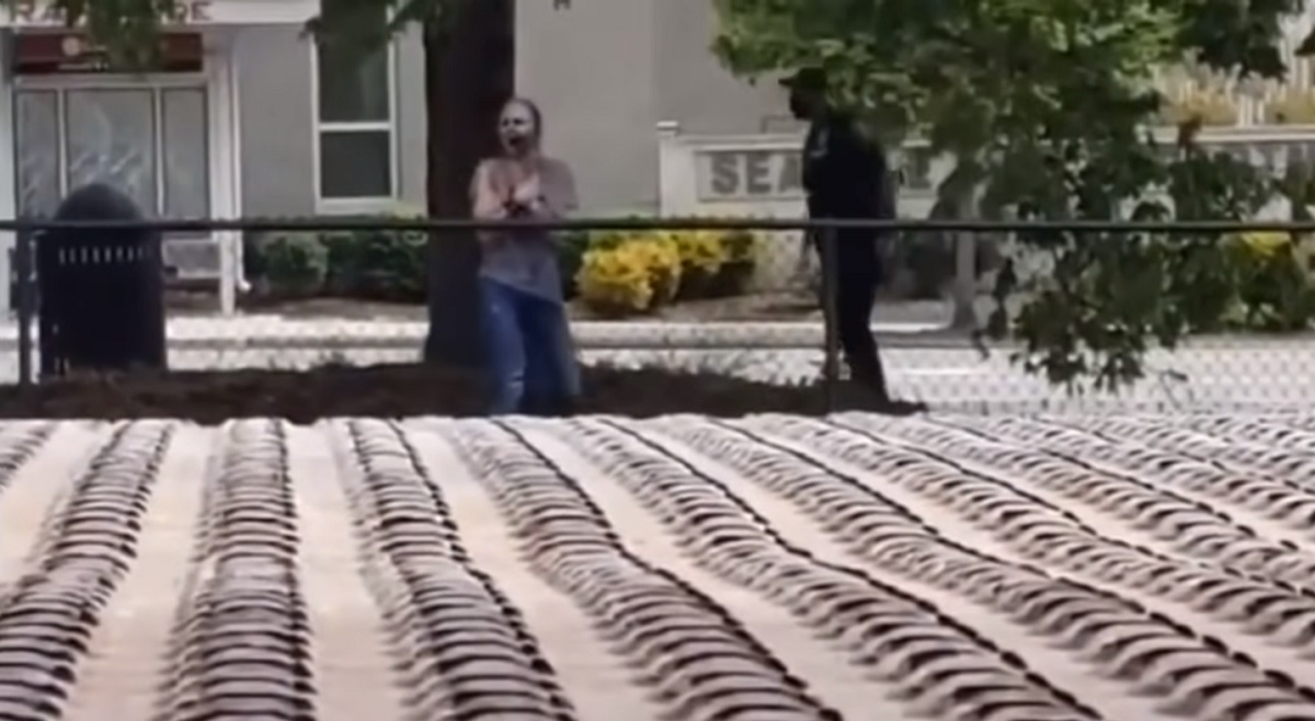"Vídeo de ""mulher zumbi"" de Seattle deixa internautas assustados"