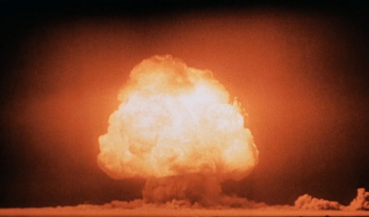 Explosão da primeira bomba nuclear da história gerou um material raríssimo