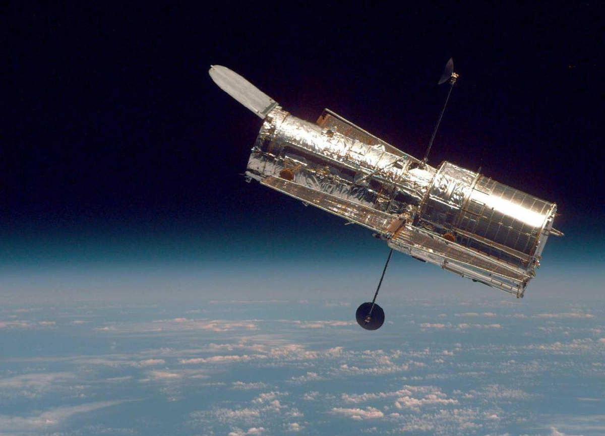 Hubble detecta a origem de 5 sinais misteriosos de rádio