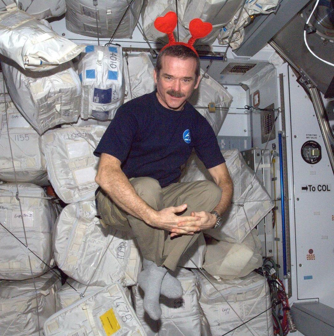 Acreditar que óvni é sinônimo de ET é tolice, diz ex-astronauta