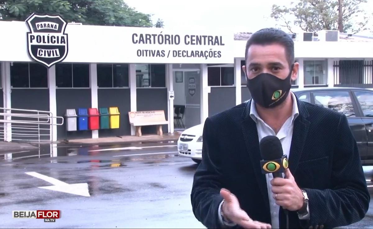 """Viral: repórter tem crise de riso em matéria sobre galo que foi """"preso"""""""