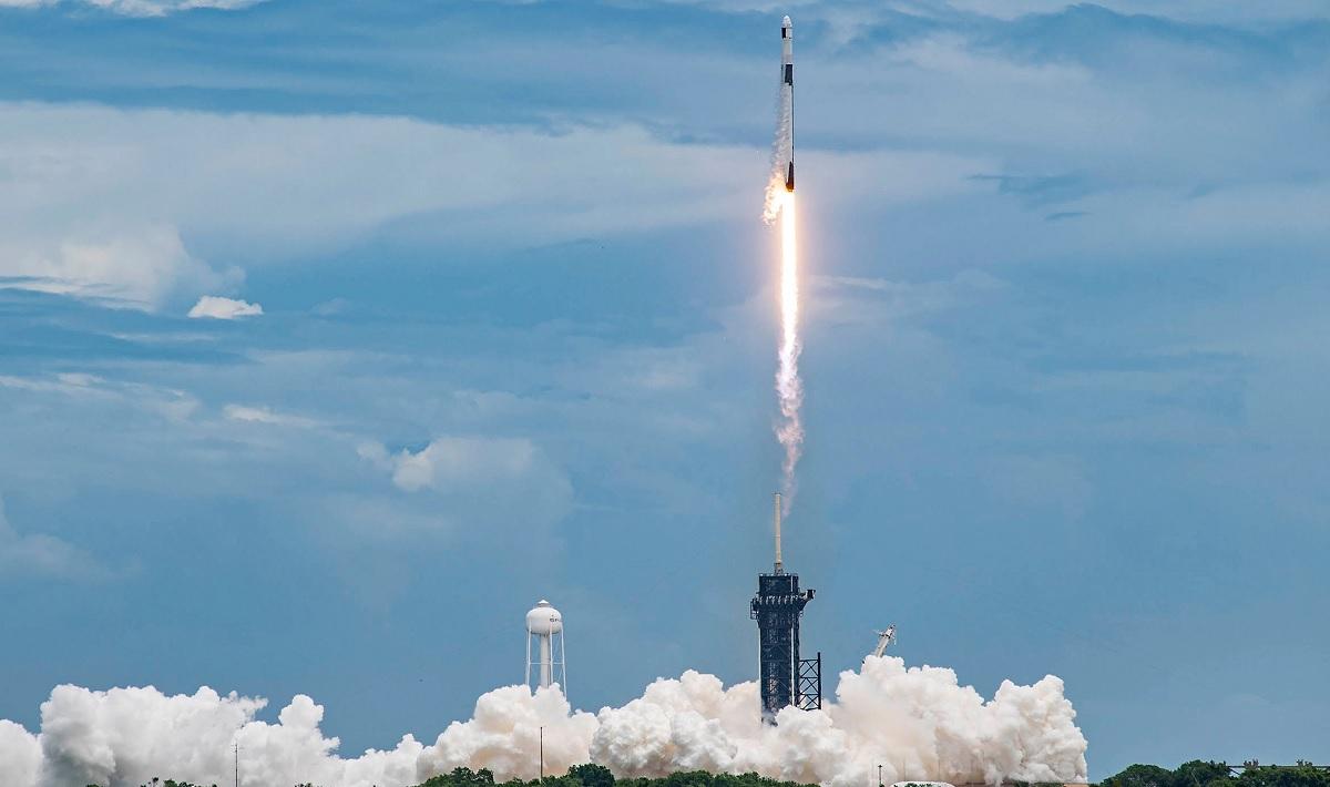 SpaceX é acusada de fechar praias e estradas e de usar seguranças sem autorização