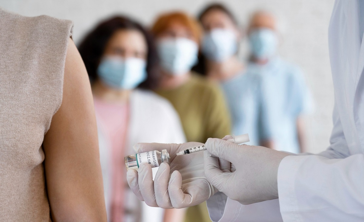 EUA analisam 300 casos de inflamação cardíaca em jovens vacinados contra covid-19
