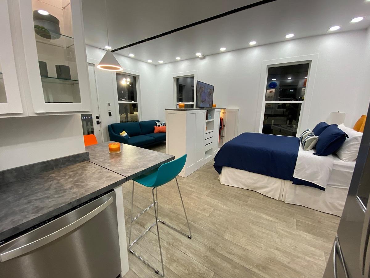 Elon Musk se desfaz de mansões para viver em casa box de 35 m²