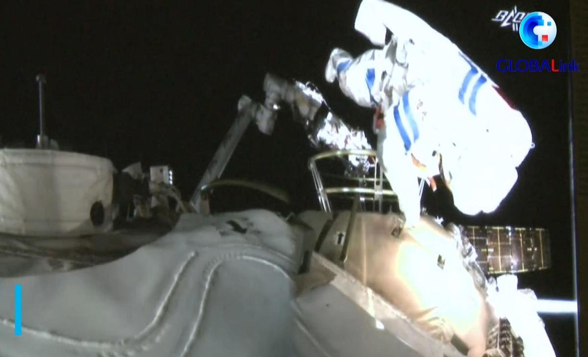 China realiza sua 1ª caminhada espacial da nova estação Tiangong 3