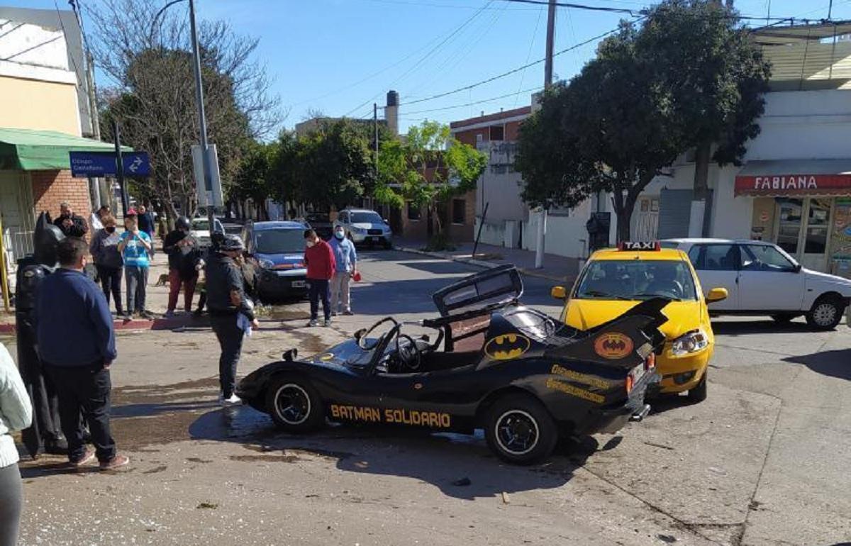 O que houve Bruce Wayne? Acidente com batmóvel na Argentina