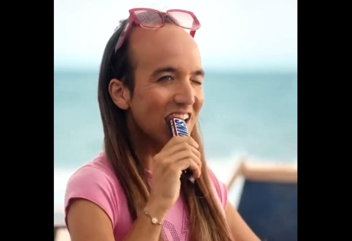 Comercial do Snickers na Espanha é chamado de homofóbico