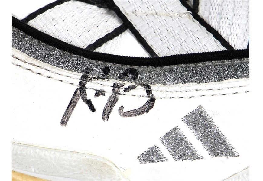 Tênis da estreia de Kobe Bryant na NBA poderá ser vendido por R$ 2,6 milhões