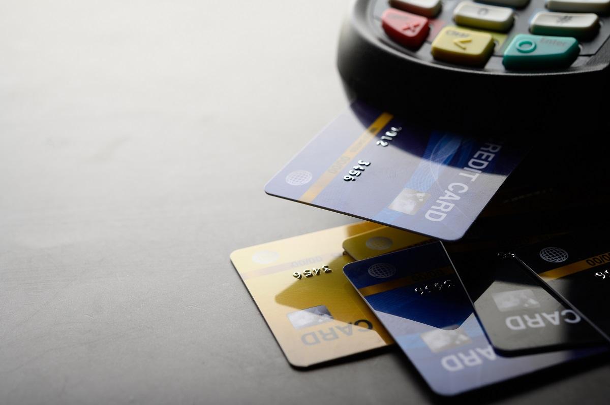 Hacker divulga dados de um milhão de cartões bancários