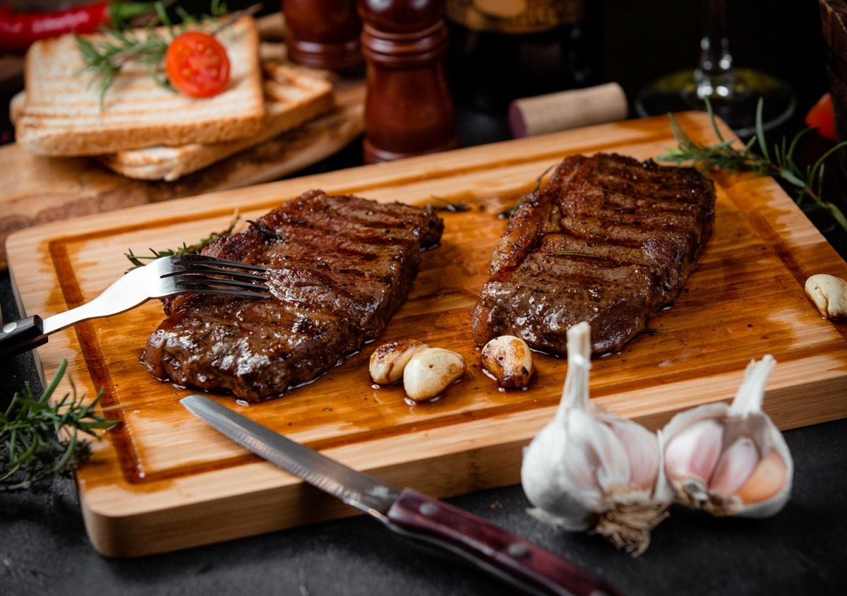 Carne pode fazer parte da dieta saudável, diz ONG britânica
