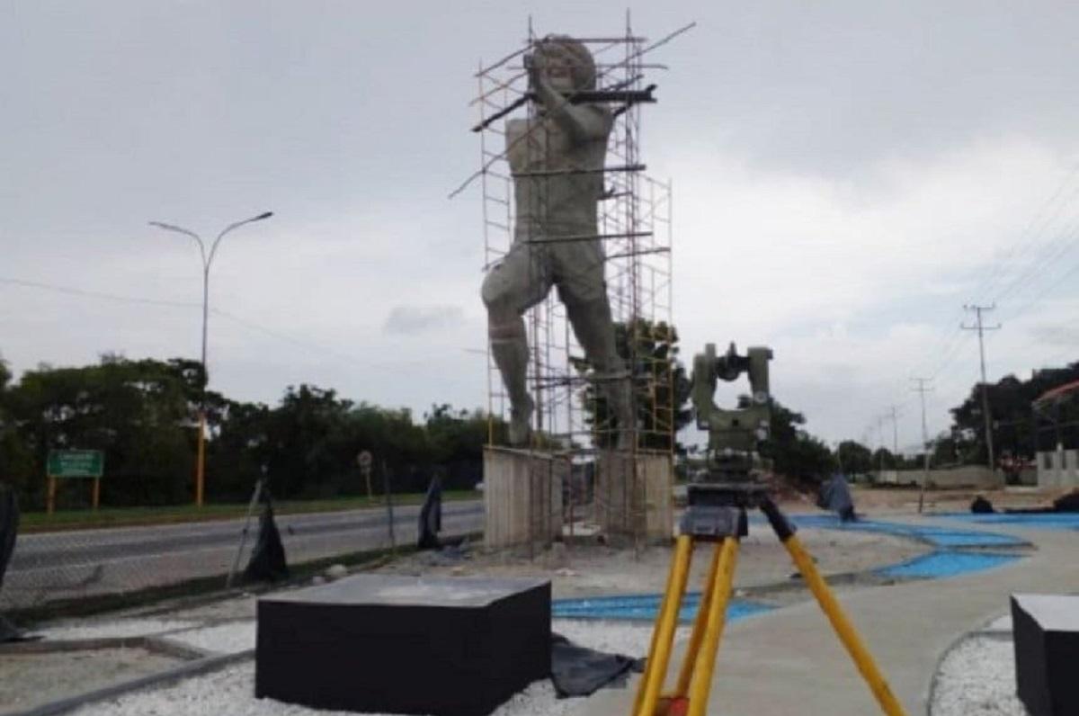 Maradona ganha estátua gigante na Venezuela