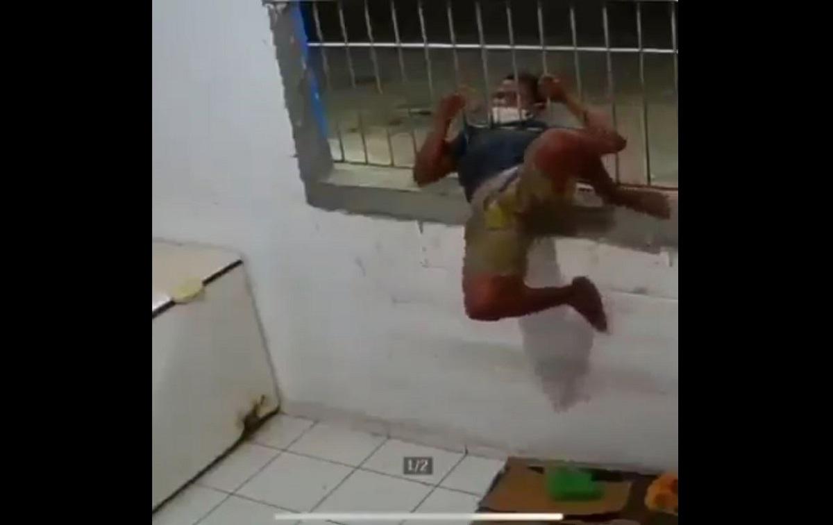 """VÍDEO: ladrão """"contorcionista"""" da Colômbia faz sucesso na internet"""