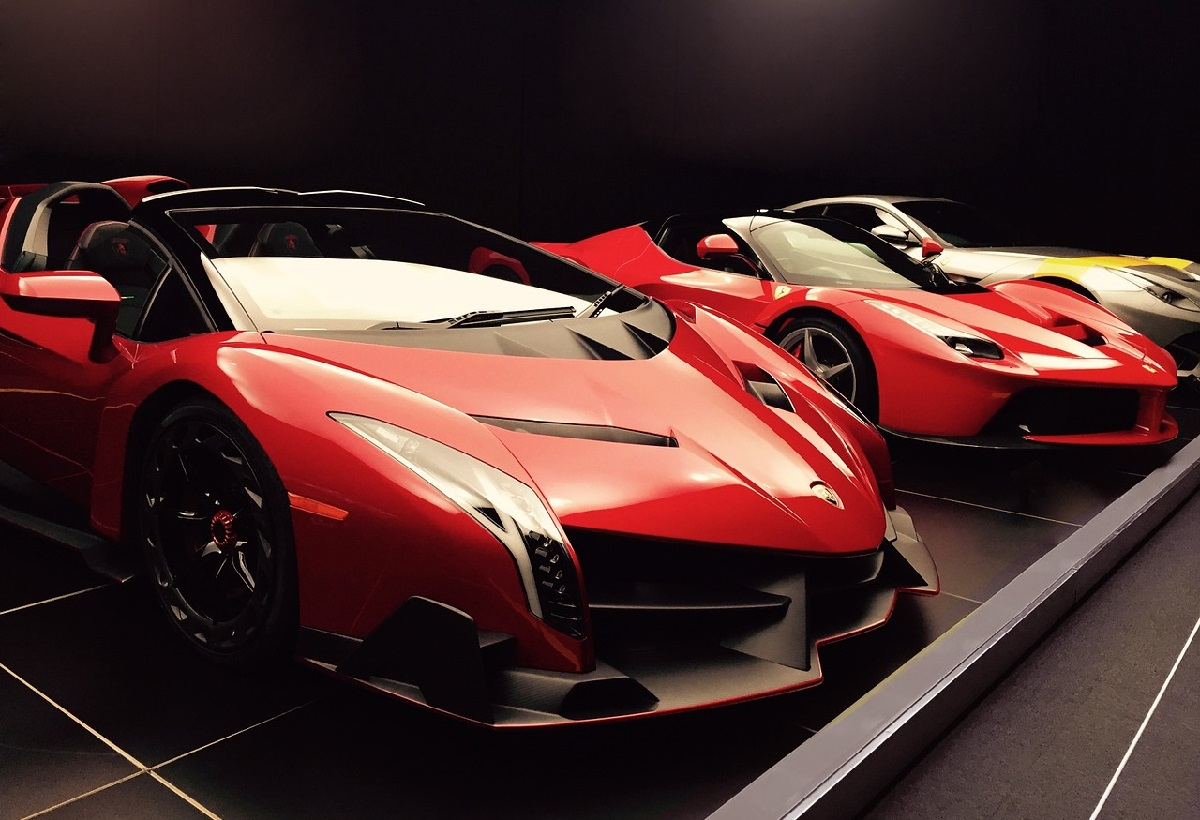 Ferrari e Lamborghini querem continuar com carros a gasolina após 2035
