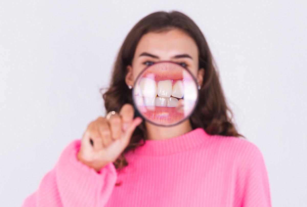 Molho de tomate, frutas vermelhas e isotônicos podem manchar os dentes