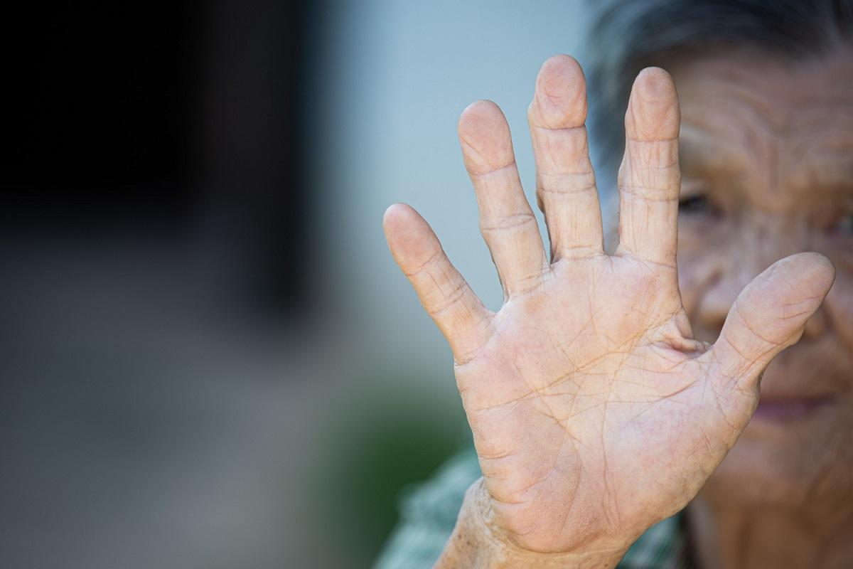 Humanos poderiam viver até 130 anos, diz estudo
