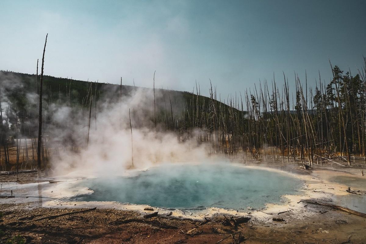 """EUA: Jovem quase é """"cozida"""" por fonte termal no parque Yellowstone"""