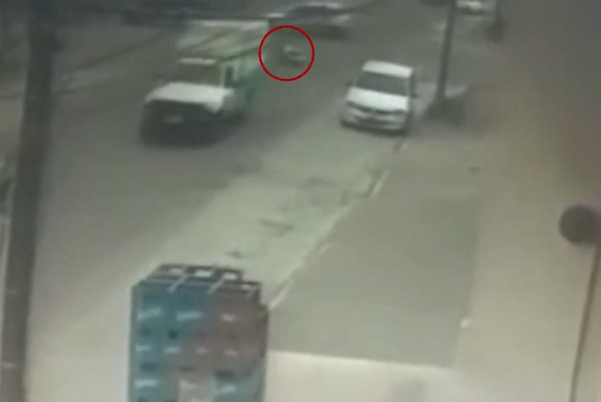VÍDEO: ambulância deixa paciente cair no meio da rua em Bariloche