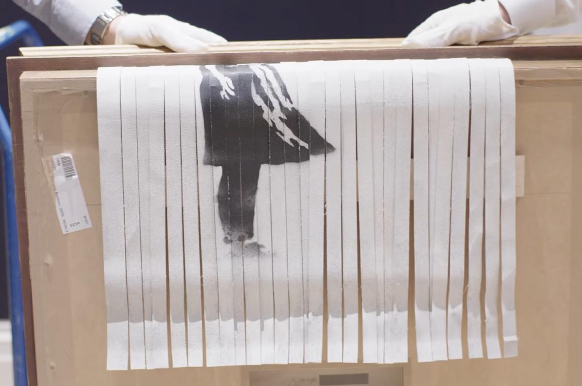 Tela parcialmente destruída de Banksy bate recorde em leilão